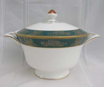 Wedgwood Agincourt  R4513 Vegetable Bowl - Covered